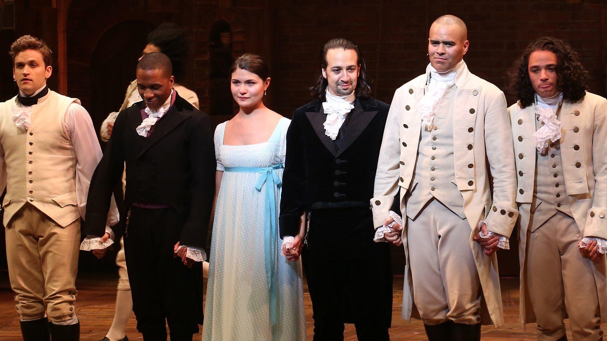 """<span href=""""https://9to5mac.com/2020/07/03/hamilton-disney-plus-stream/"""">La historia de cómo 'Hamilton' terminó en Disney+, y la forma de ver el día de hoy</a>"""