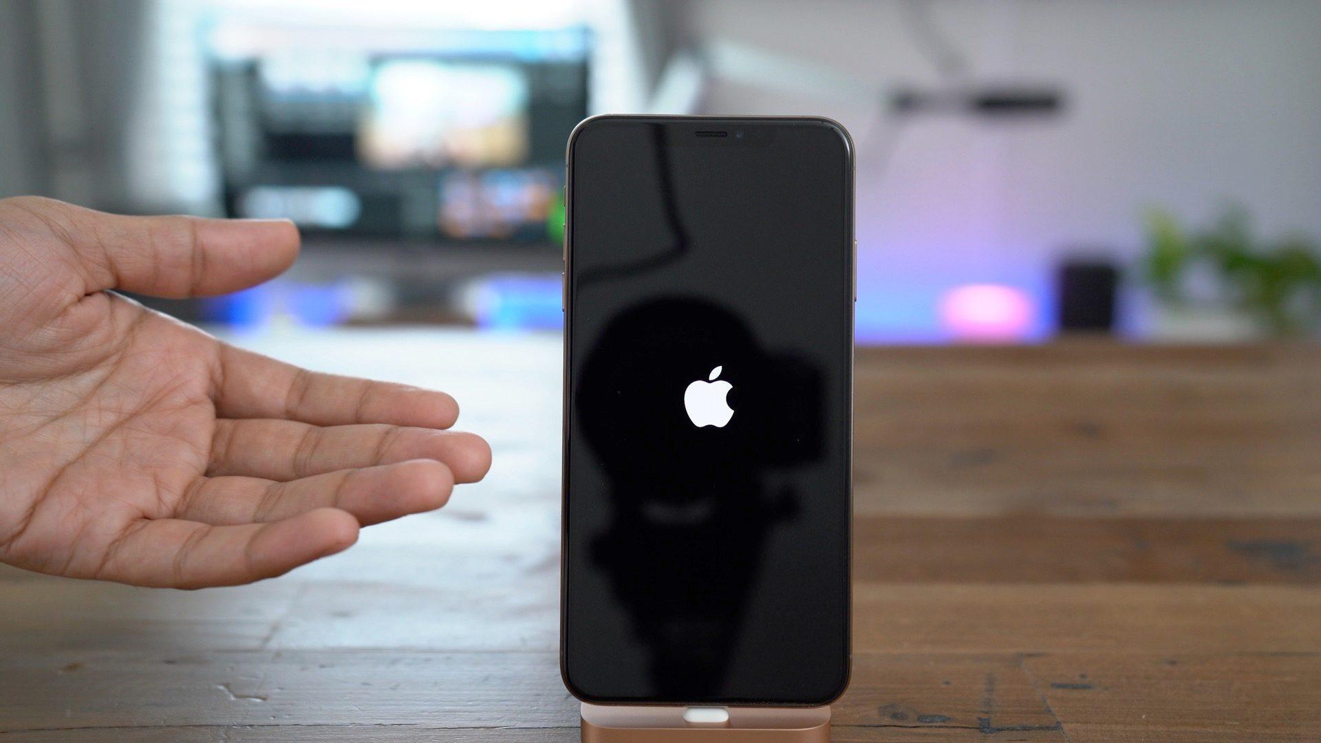 """<span href=""""https://9to5mac.com/2018/10/09/iphone-xs-max-iphone-xr-how-to-power-off-force-restart-enter-dfu-recovery-emergency-sos-video/"""">iPhone XS/XR: Cómo la fuerza de reiniciar el iPhone XS, entrar en modo DFU, de modo de recuperación, y más</a>"""