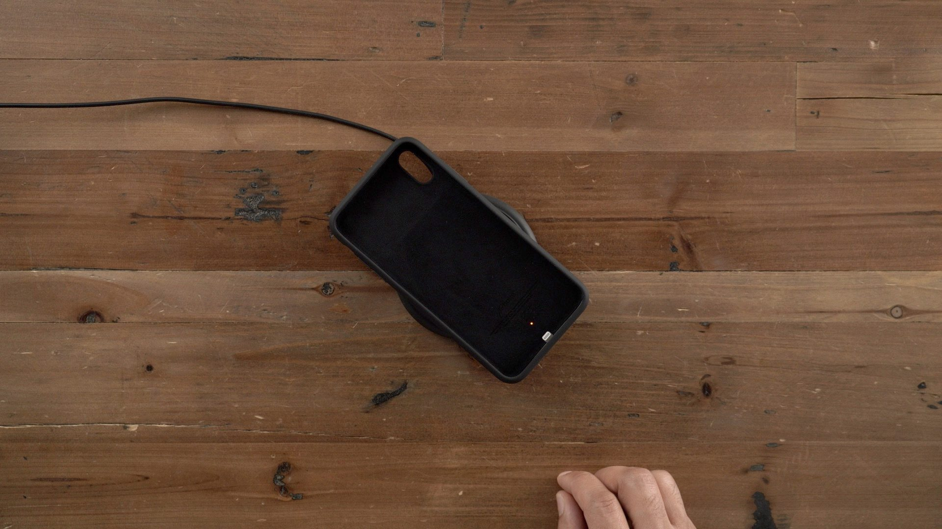 "<span href=""https://9to5mac.com/2019/02/19/wirelessly-charge-iphone/"">¿Cómo se carga inalámbrica a tu iPhone</a>"