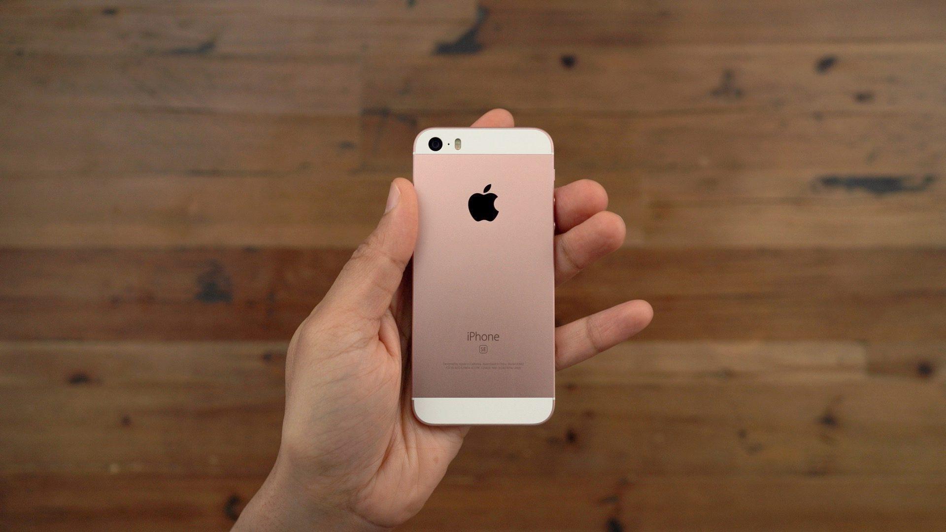 """<span href=""""https://9to5mac.com/2019/01/25/using-iphone-se-2019-video/"""">Revisando el iPhone SE hoy: ¿todavía es un gran teléfono en el 2019? [Video]</a>"""
